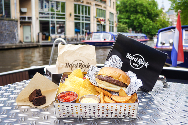 hard rock amsterdam burger cruise rock the boat. Black Bedroom Furniture Sets. Home Design Ideas