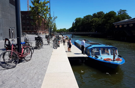 THE Amsterdam Canal Cruise with LIVE guide (rondvaart met LIVE gids)